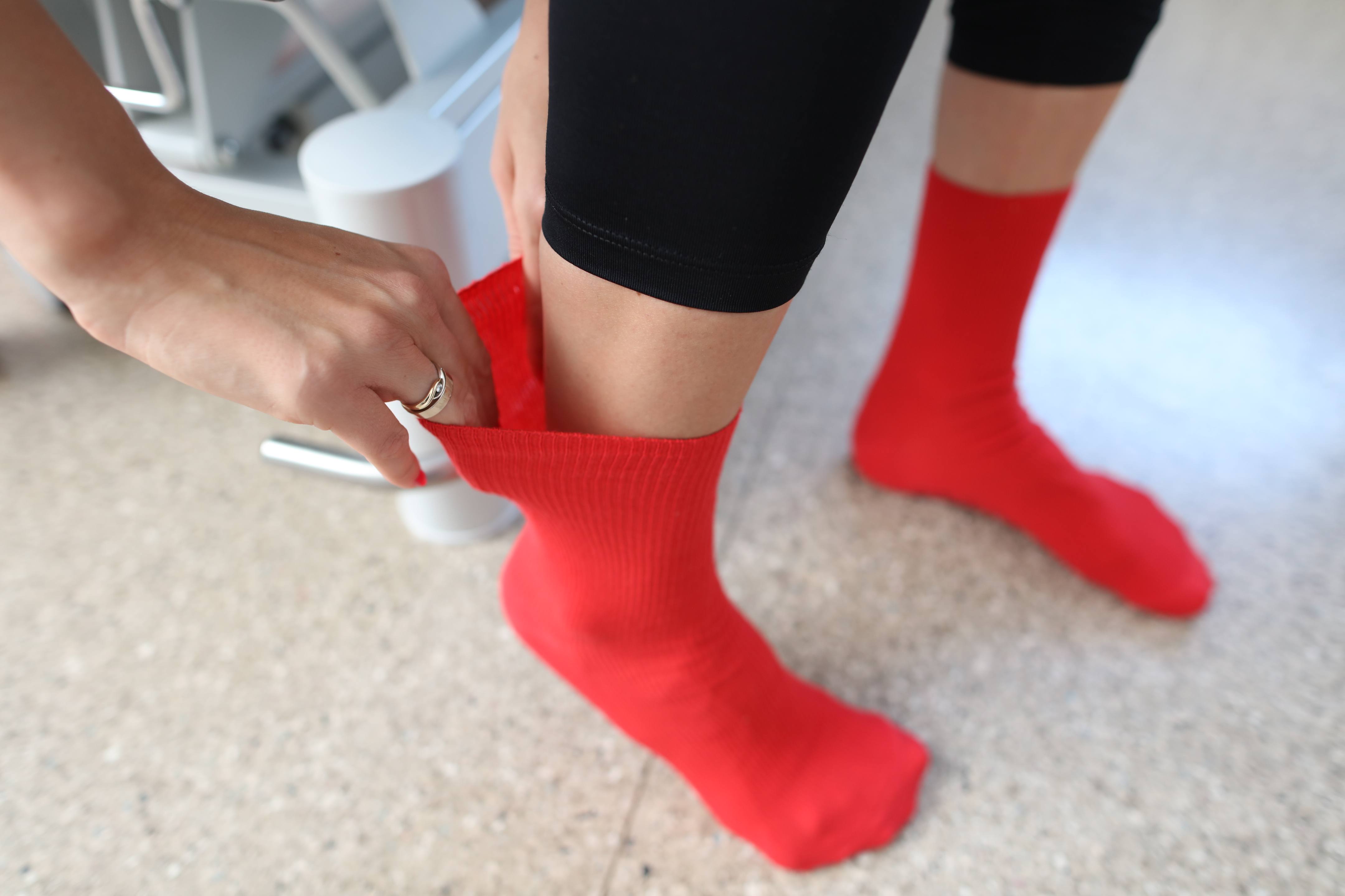 Best socks for diabetics – red non-binding socks without a welt.